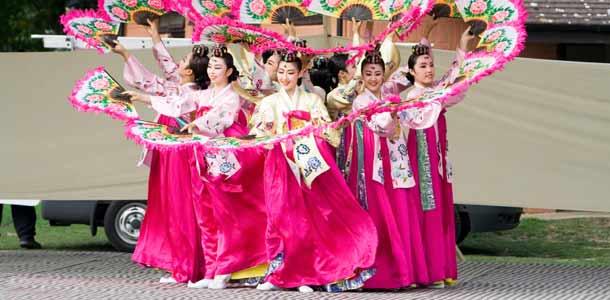 Eteläkorealaisia tanssijoita