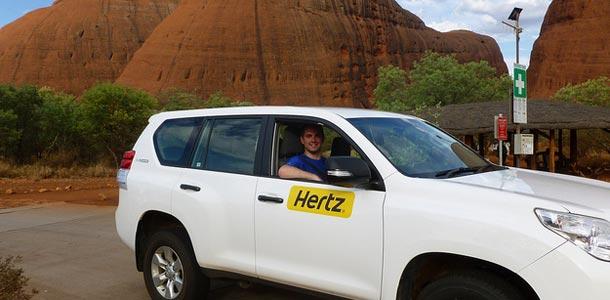 Herzin auto Australian maisemissa