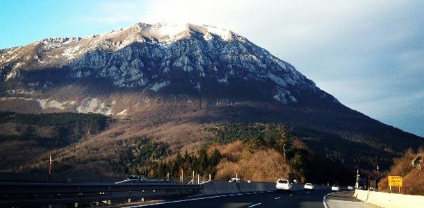 Vuoristomaisema Sloveniassa