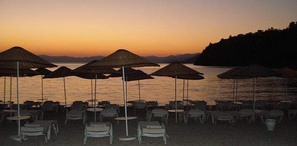 Auringonlasku rannalla