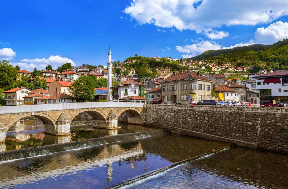 Itävalta-Unkarin kruununperillinen sai surmansa Sarajevon latinalaisella sillalla.