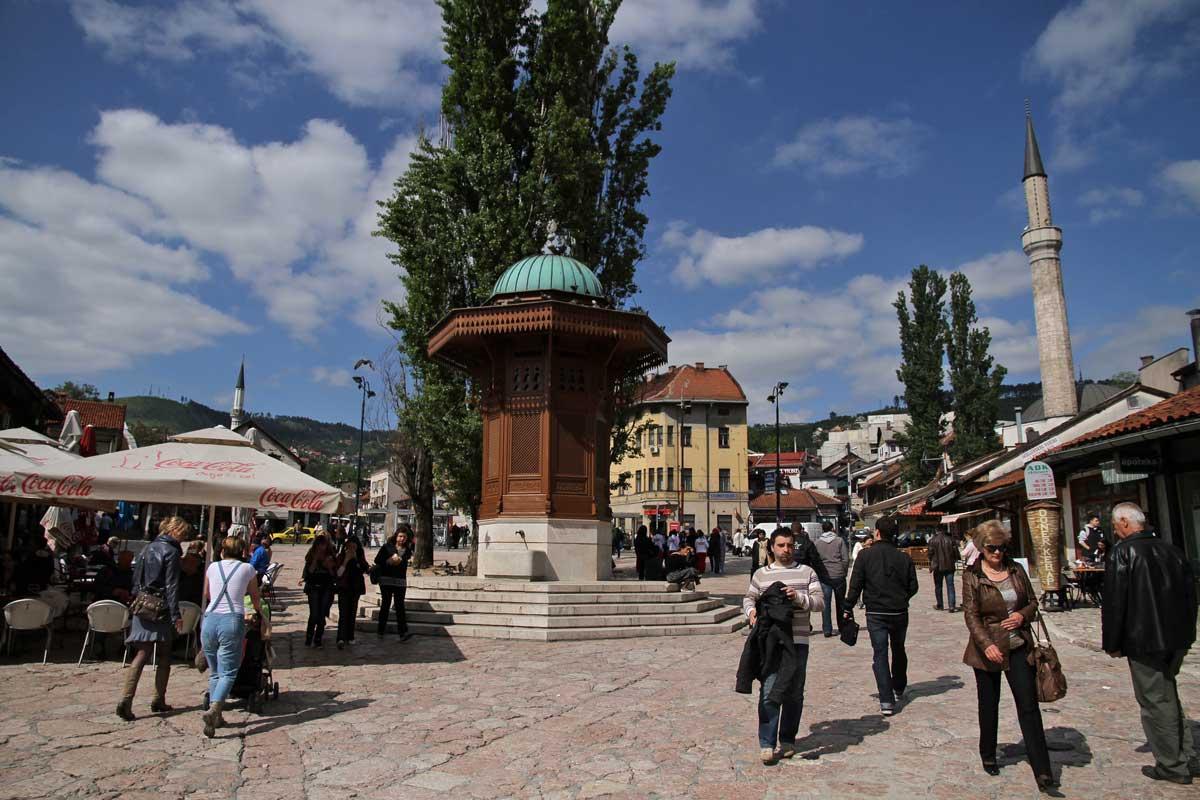 Sarajevon vanhastakaupungista löytyy kahviloita, ravintoloita ja putiikkeja.
