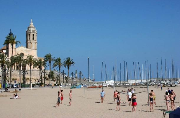 Sitgesin ranta ja kirkko