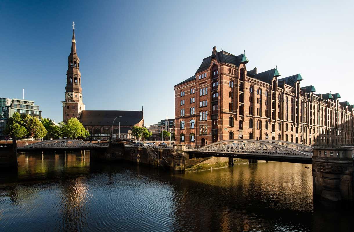 Hampuri on tuulinen merenrantakaupunki