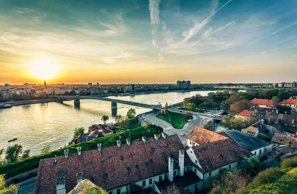 Serbian Novi-Sad on yksi maan tunnetuimpia kaupunkeja.