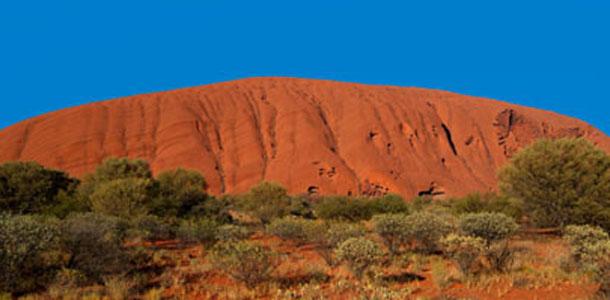 Alice Springsin alueen tärkein nähtävyys on Ayers Rock