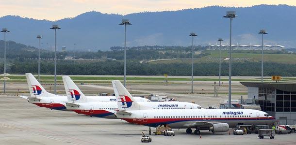 Malaysia Airlinesin lentokoneet rivissä