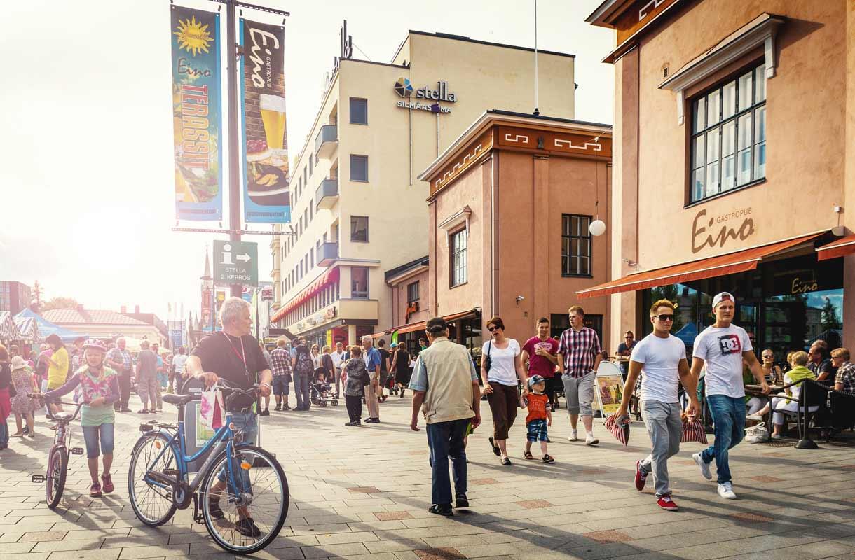 Mikkeli on aurinkoinen kesäkaupunki Saimaan rannalla.