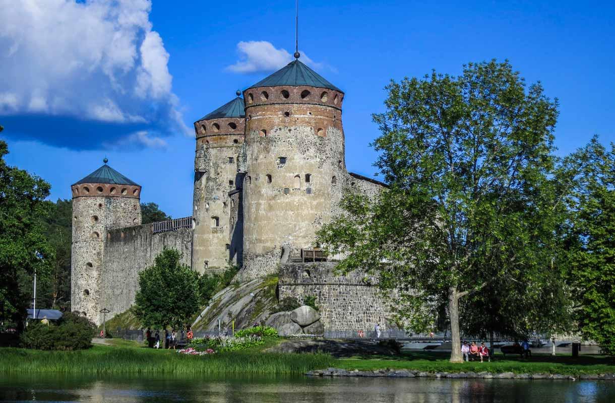 Olavinlinna on Savonlinnan tunnetuin nähtävyys.