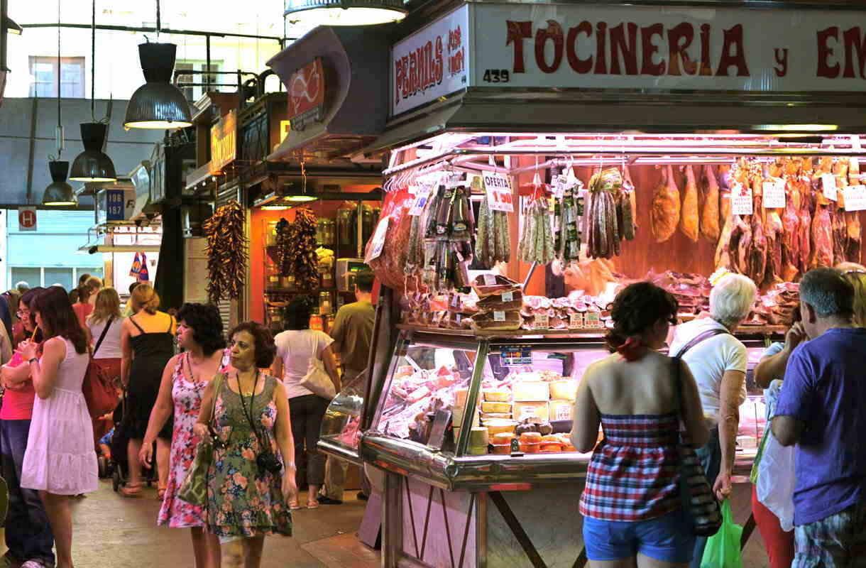 Barcelonan suosittu kauppahalli La Boqueria