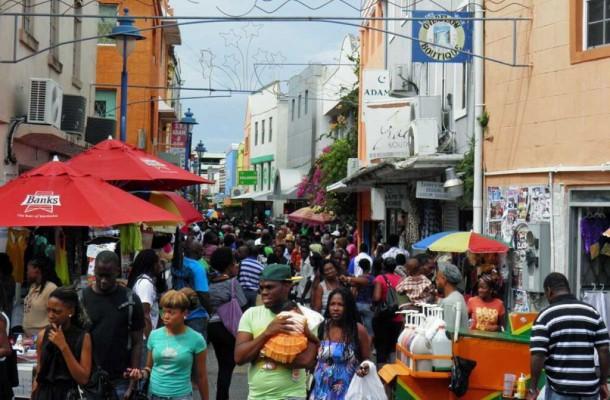 Bridgetownin keskustassa riittää säpinää