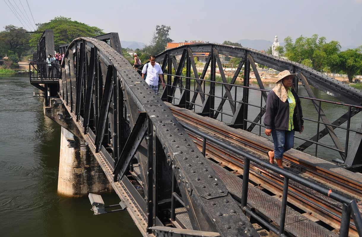 """""""Kuoleman rautatie"""" Thaimaassa"""