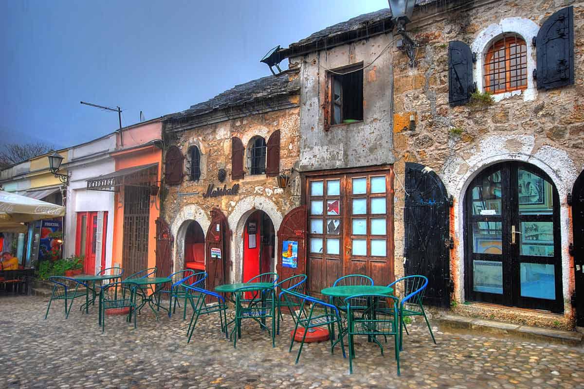Mostar on kaunis, mutta osittain sodan ränsistämä.