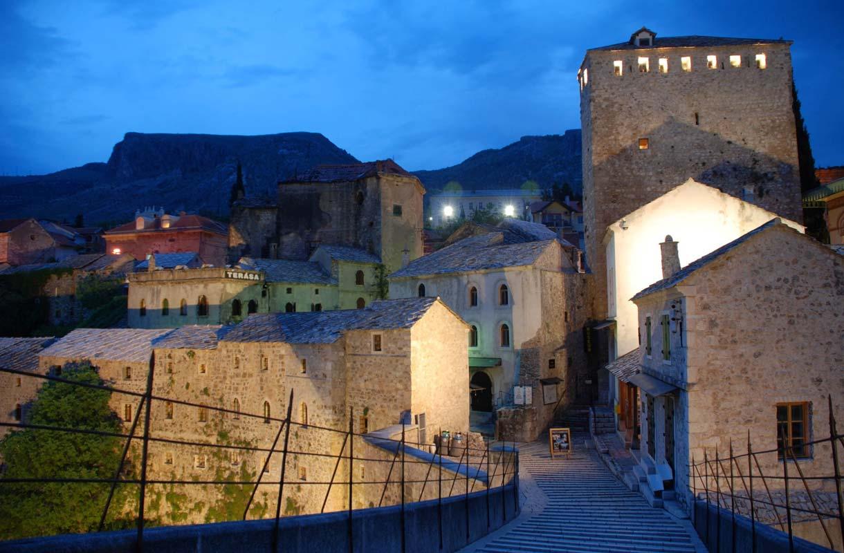 Turkkilaistyylisen vanhankaupungin kujat ovat kapeita.