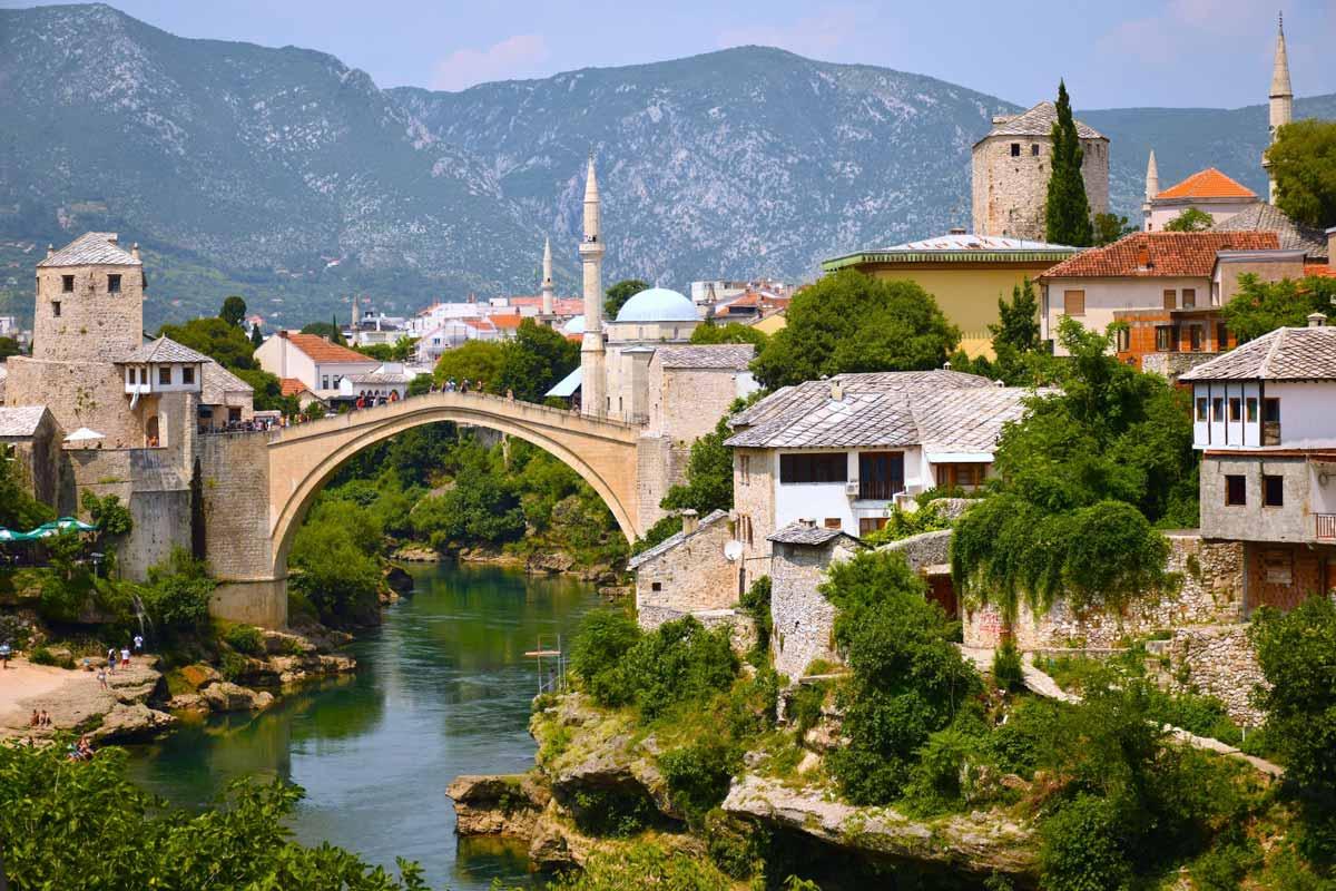 Stari Most on Mostarin tunnetuin maamerkki.