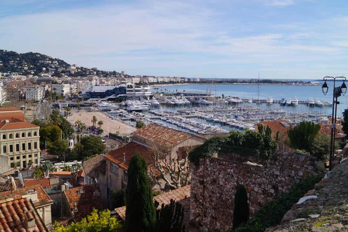 Cannesin vanhassakaupungissa kiertelemällä kuluu helposti päivä.