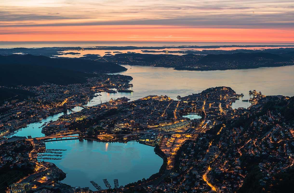 Auringonlasku Bergenissä