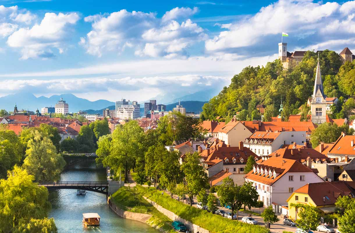 Pieni Slovenia on monipuolinen matkailumaa.