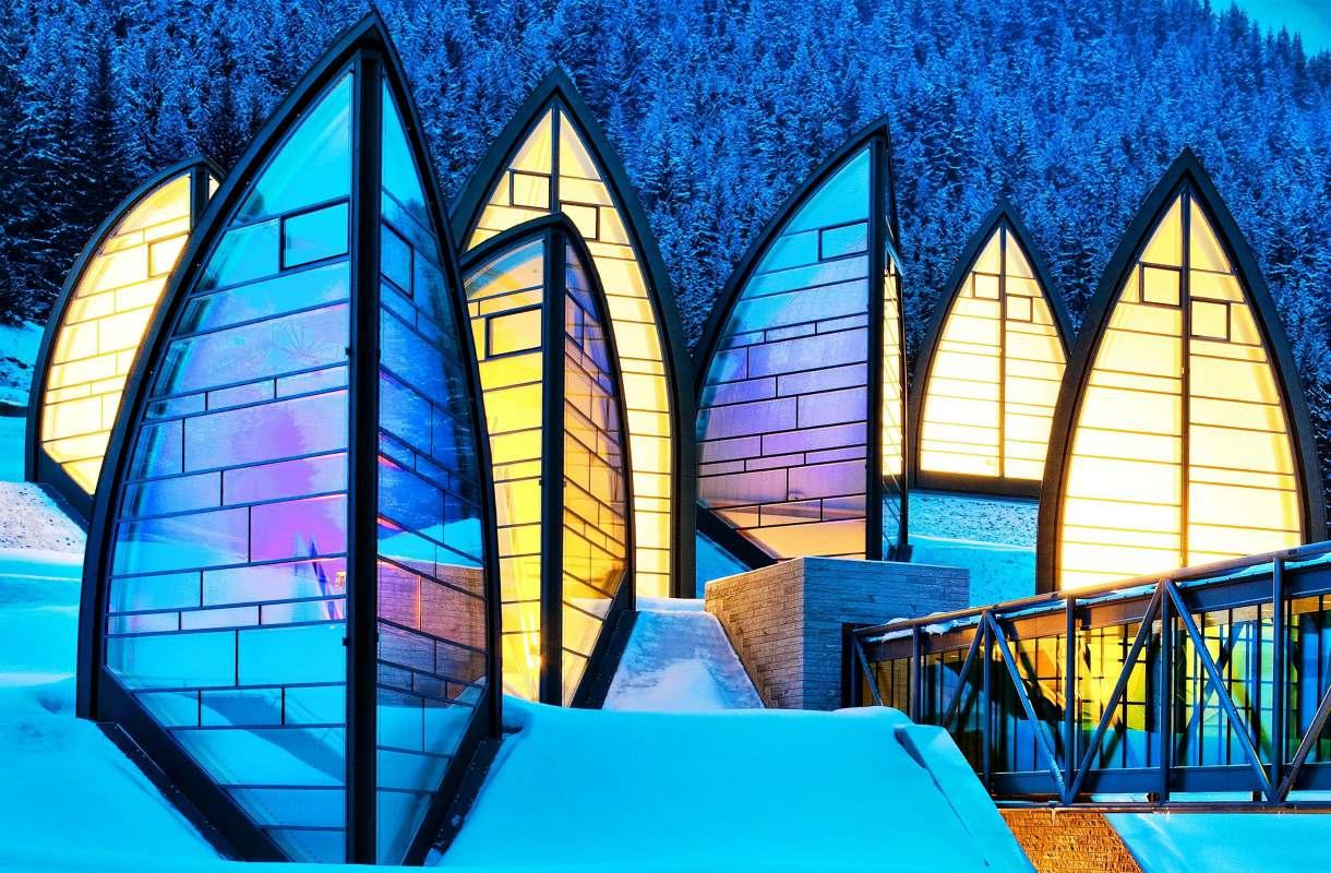 Mario Bottan arkkitehtuuria Sveitsin Arosassa