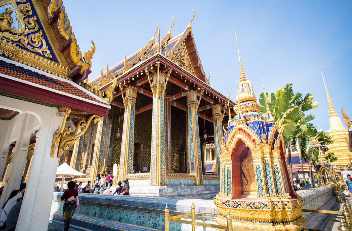 Bangkokin Grand Palaceen pääsee jokiveneellä